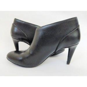 Adrienne Vittadini Black Leather Booties size 9